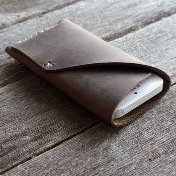 Rugged Leather iPhone 5/iPhone 5s Sleeve