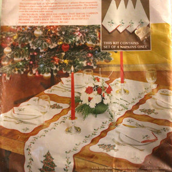 Paragon Needlecraft Cross Stitch Kit Christmas Greenery Set  of 4 Placemats and Table Runner  Design by Virginia Ballman