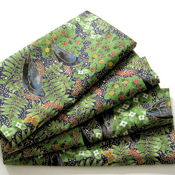 Large Cloth Napkins - Set of 4 - Black Birds, Green Leaves Branches - Woodland - Dinner, Table, Everyday, Wedding