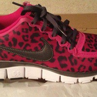 Nike free 5.0 v4 Leopard in Fireberry pink 9.5