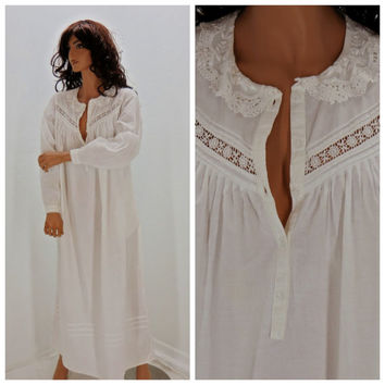 White victorian style cotton nightgown, size S, long white lace cotton lingerie, Eileen West,  Sunny Boho