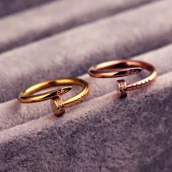 Cartier EXO men and women come from the stars and you ring the ring with the ring nail ring