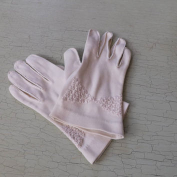 Vintage White Floral Embroidered Gloves Wedding Wrist Length Off White Edwardian Victorian Antique Style Lady Gloves Prom