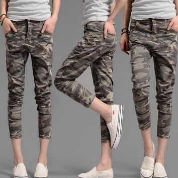 Womens Relaxed Fit Denim Camouflage Capri Jeans