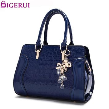 DIGERUI Bag Women Patent Alligator Handbags Pendant Vintage Women Shoulder Bag Ladies PU Casual Shoulder Bags A4109
