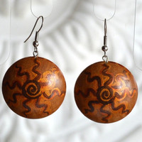 earrings of wood with hand painted. handmade wooden earrings. drawing the sun