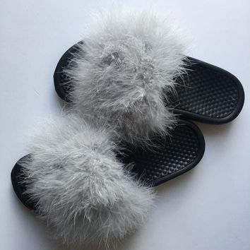 ONETOW Nike Grey fur slides