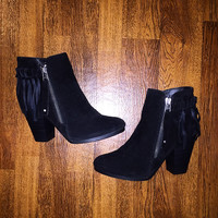 The Walking Beauty Booties - Black
