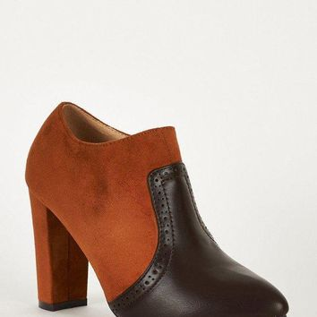 DCK7YE Faux Suede and Faux Leather Block Heel Brown Chelsea Boots