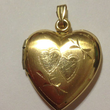 14K Heart Locket Victorian Pendant 2.5 Grams Etched 1920s Yellow Gold 14KT Vintage Jewelry 4 Necklace Edwardian European Italian Italy Charm