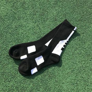 Family Friends party Board game 5 Pair Mens Sports Socks High Performance Football Soccer Team Sport Long Socks Cycling Bowling Camping Hiking Sock 5 Colors AT_41_3