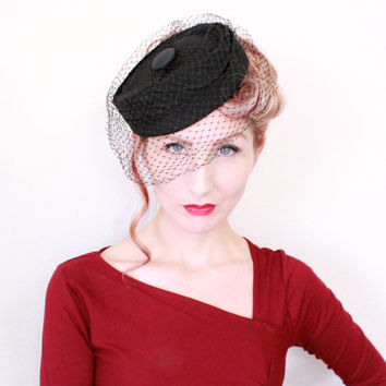 1950s Hat / VINTAGE / 50s / Pill Box / Birdcage Veil / Black / CUTE
