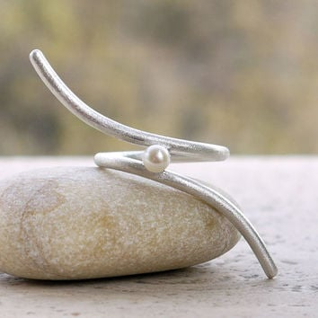 Elegant silver ring with pearl. Minimal design made of sterling silver wire. Freshwater pearl ring