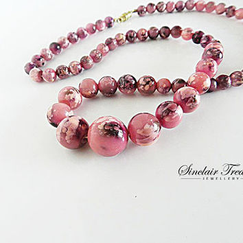 Beautiful Plum, Pink Swirl Bead Necklace//1960s Lucite Beaded Necklace