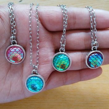 10pcs/lot Mermaid scale necklace, fish scale necklace, mermaid necklaces, holographic, dainty necklace, shimmery mermaid jewelry
