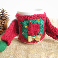 Tacky Christmas Sweater Coffee Mug Cozy – Knit Ugly Christmas Sweater Coffee Cozy with Wreath – Coworker Christmas Gift – Gift for Geeks