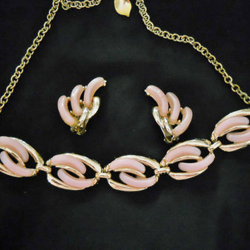 50s Vintage Jewelry Set with Pink Necklace & Clip On Earrings - 1950s Pink Lucite Thermoset