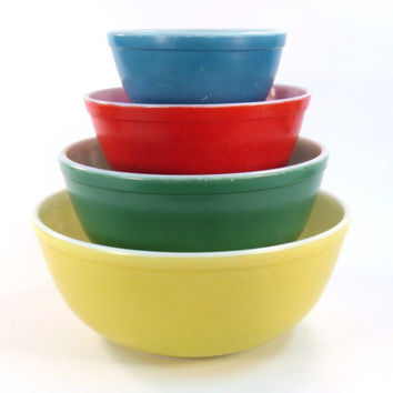 Primary Color Pyrex Mixing Bowls  Yellow Green Red by Retroburgh