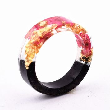 Qiaose New Design Handmade Secret Novelty Wood Resin Ring Flowers Plants Inside Jewelry New Wood Ring Anniversary Ring