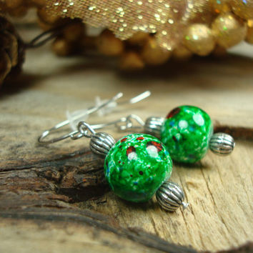 Dark Green Earrings // Beaded Handmade Earrings // Christmas Gift Ideas for Her // Glass Dangle Earrings // Emerald Green Earrings (E176)