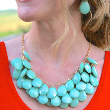 Sweet Nothings Necklace & Earring Set: Mint