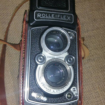 True vintage. ROLLEIFLEX camera syncro compur in working condition with leather case rare wow