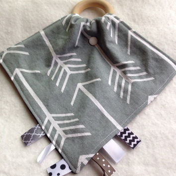 Arrows Tula teething blanket, Gray Tula teether, teething blanket, personlized baby tag toy, taggy teether, wood ring teething blanket