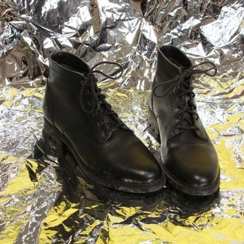 Black Leather Lace Up Boots / Size 9.5