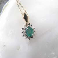 Dainty and Elegant Vintage 14K Gold Natural Emerald and Diamond Pendant Necklace - Classic Design - Perfect Valentine's Day Gift