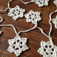 Hand Crochet Star Garland, Small Doily Decoration, Patriotic Star Garland Banner Off White w/ Gold Accent, 18 Stars