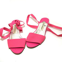 womens size 7 vtg super stretchy fun sandals. bright pink. elastic over toe and around ankle soles