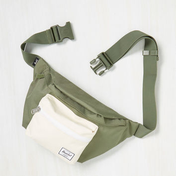 Hip to be Flair Fanny Pack in Olive | Mod Retro Vintage Bags | ModCloth.com