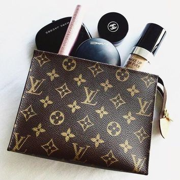 LV Louis Vuitton Woman Men MAKEUP Bag Handbag LV Print Bag