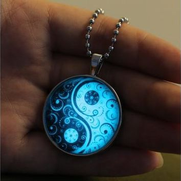 Luminous Tai Chi Glass Cabochon TAI JI Art Picture Pattern Pendant Statement Necklace Night Lights Jewelry Night Luminescence Noctilucent Gem Drop Chain Necklace (Size: 60 cm, Color: Silver) [8081688455]
