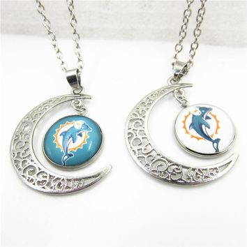 2018 New 10pcs Mix US Football Team Miami Dolphins Heart Necklace Pendant With Chains Necklace DIY Jewelry Sports Charms