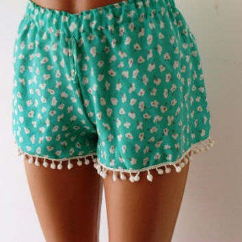 Pom Pom Shorts. Mint green floral
