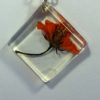 Real flowers, orange flower botanical necklace in resin. Dried flower pendant, eco friendly, nature jewelry, Pressed flowers. Beautiful!