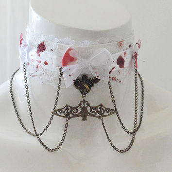 Gothic collar - Queen of the damned - white vampire choker necklace with artificial technical blood painted on it