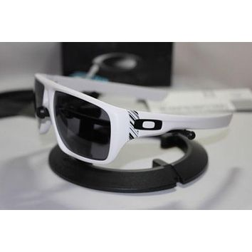 New Oakley Dispatch Matte White/Grey Sunglasses 009090-03