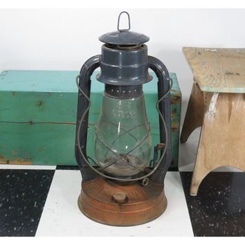 Dietz No. 2 Blizzard Kerosene Lantern . Vintage Oil Lamp 1947 . Tubular Barn Railroad Lantern . Made in USA