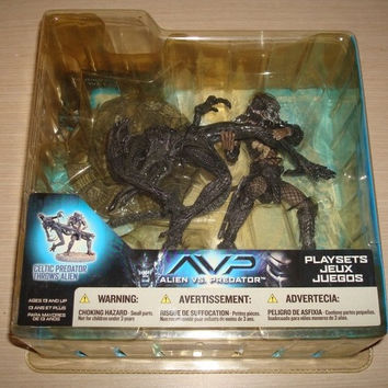 McFarlane Toys Alien vs Predator Celtic Predator Throws Alien Ver Trading Figure Play Sets