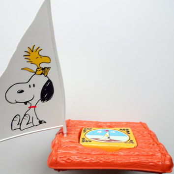 Vintage Avon Snoopy Soap Dish with Soap