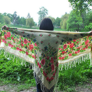 Wool fringed shawl / Piano shawl / Floral shawl / Russian shawl / Ukrainian shawl / Square tablecloth / Boho wedding