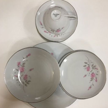 Rosemont Fine China 1971 White w/ Pink Rose Coupe Shape Platinum Trim 15Pc Japan