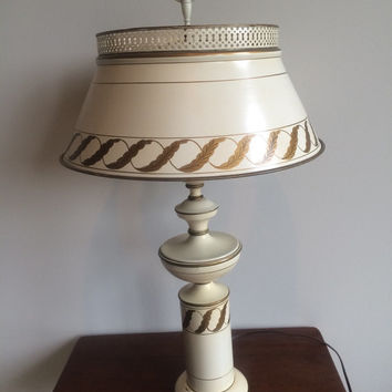 Vintage Toleware Lamp Colonial Federal Mid Century Table Lamp Painted Metal Cream White Gold Diffuser