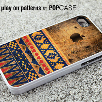 iPhone 4s case iPhone 4 case iPhone 4s cover iPhone 4 cover iPhone 4s skin iPhone 4 skin cute aztec design on grunge wood
