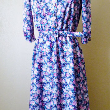 vintage BLUE FLORAL whirl away belted dress. floral dress. belted dress. frock dress