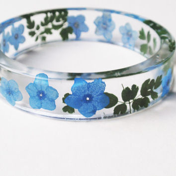Resin Flower Bangle Bracelet, Size S, Resin bracelet, Real Flower Resin Bracelet, Real Plant Bracelet, Flower resin jewelry, Blue Bracelet
