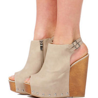 CHINESE LAUNDRY SHOES, JEEPERS STUDDED WEDGE IN BEIGE
