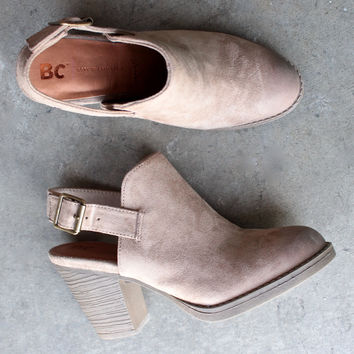 bc footwear like clockwork clog in sand